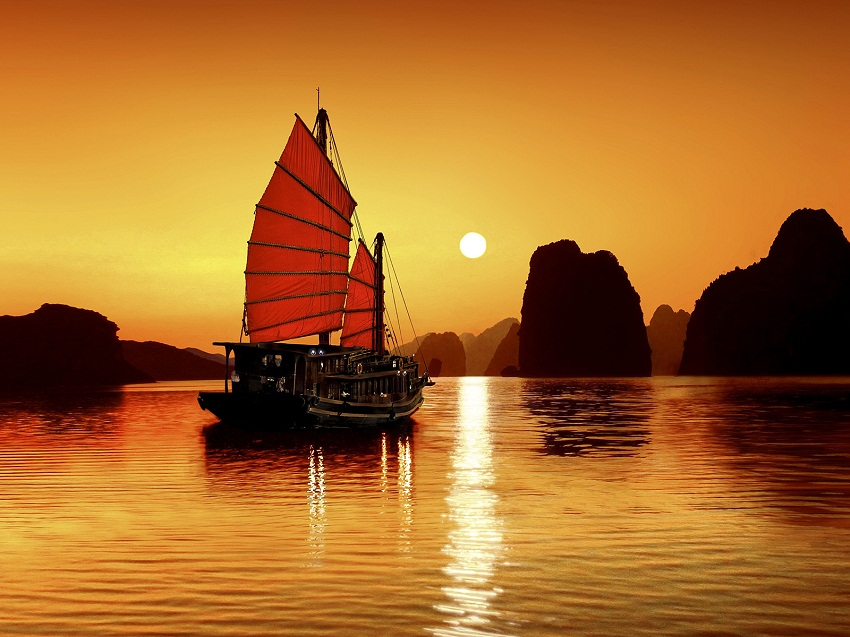 Halong bay by Chinese Junk Cruise